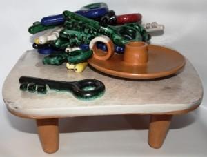 Natura morta con portacandela e chiavi, 1993, scultura, maiolica-ceramica artistica contemporanea, Pio Mastrogiacomo, Acerno