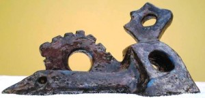 Figura distesa, scultura in  raku 1998, Pasquale Mastrogiacomo Acerno (SA)