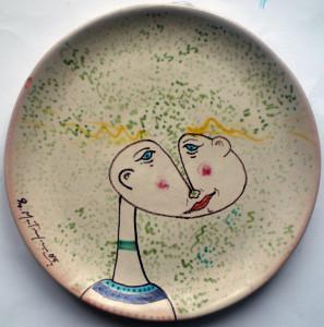 Volto filettato, 1985 diametro 27 cm, ceramica artistica contemporanea (maiolica), Pio Mastrogiacomo, Acerno (SA).