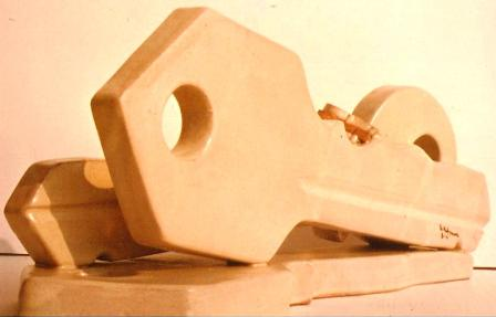 Pio Mastrogiacomo (Acerno), Scultura di chiavi, 1981 ceramica cm40x30x30