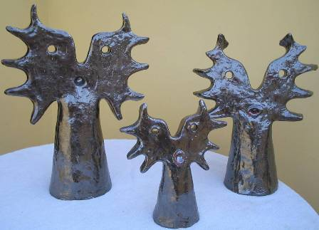 L'onorata famiglia, 2005 ceramica (maiolica) varie misure,Pasquale Mastrogiacomo.