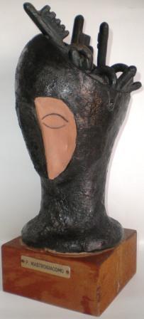 Pio Mastrogiacomo (Acerno),Testa con chiavi,1982 ceramica artistica h35