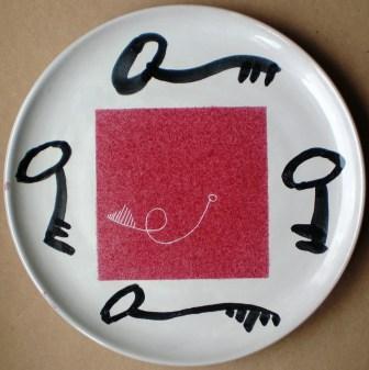 Piatto con chiavi, ceramica artistica Pio Mastrogiacomo, Acerno (SA)