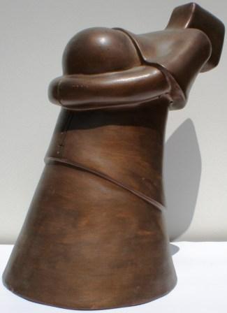 Prete che dona opulenza, 1997 terracotta patinata h.cm 32 Pasquale Mastrogiacomo.