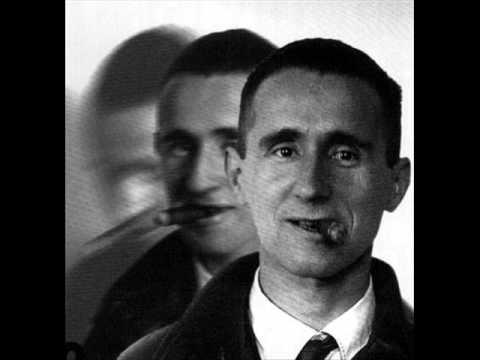 Bertolt Brecht (Augusta 1898-Berlino Est 1956).